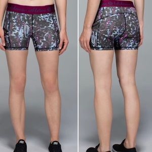 Lululemon What The Sport Short in Floral Blue (2)